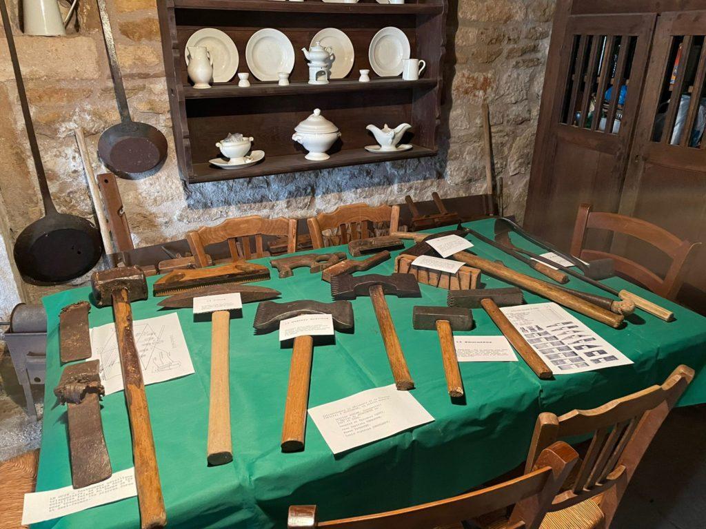 outils tailleur de pierre bugnières